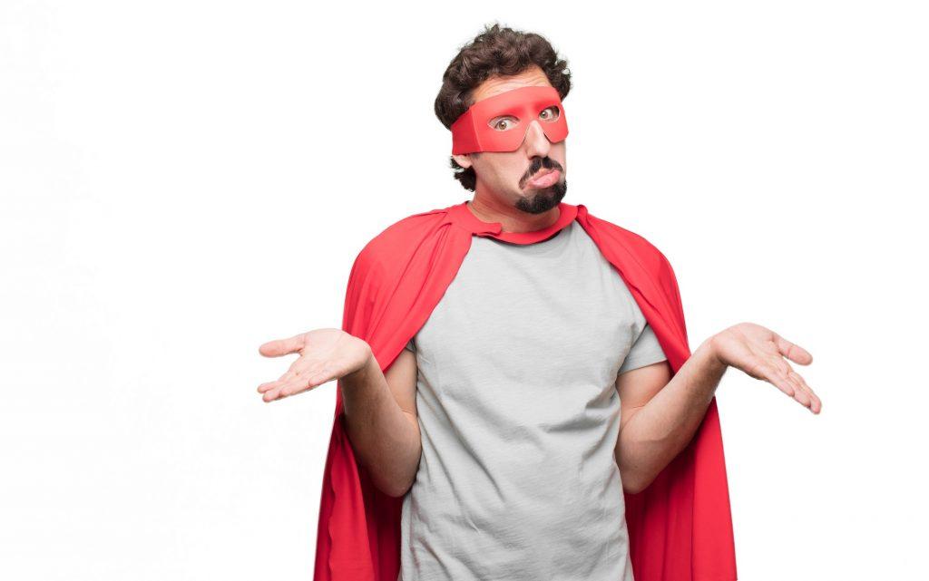 homme hésitant superhéros